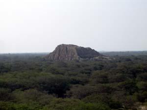 20051202095735-una-piramide-poma.jpg